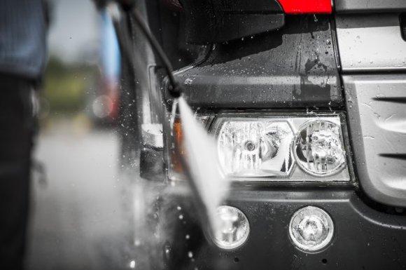 Entreprise qualifiée pour une intervention suite au renversement d'un camion à Confolens